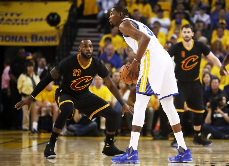 The Cleveland Cavaliers' LeBron James and the Golden State Warriors' Kevin Durant (Ezra Shaw/Getty Images)