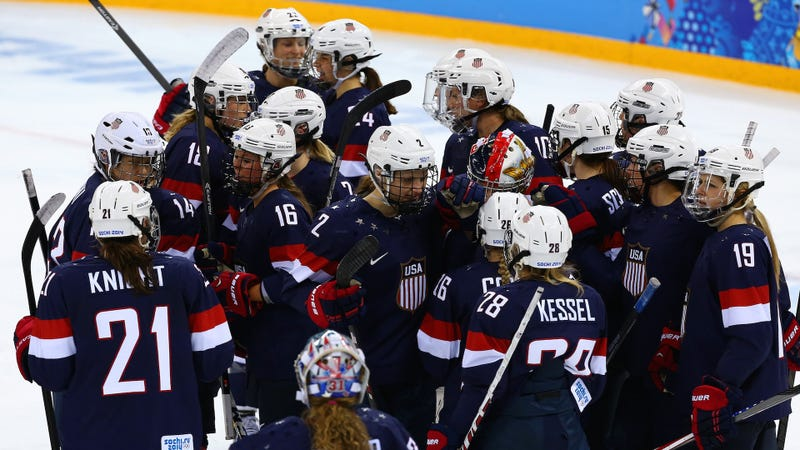 US Senators Back Women's Hockey Team in Wage Dispute