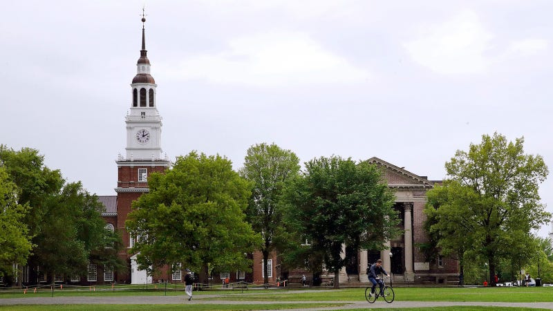 Colleges Pressure Alleged Sexual Assault Victims to Publicly Reveal Their Identities