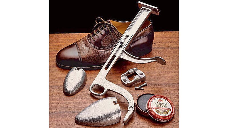 Illustration for article titled Shoe Shine Mount Will Have Your Toes Twinkling Brighter Than the Crispest OLED Display