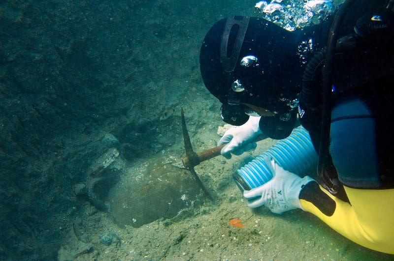 Illustration for article titled Discovery Of 4,000-Year-Old Shipwreck Could Be World's Oldest