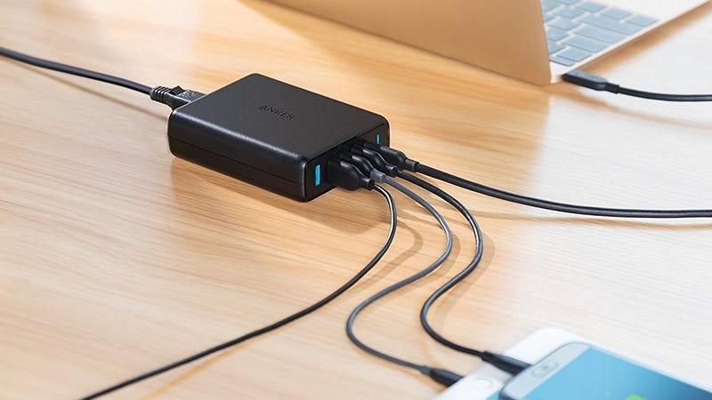 Cargador Premium de Anker con 5 puertos y USB-C PD   $32   Amazon   Usa el código BEST2556