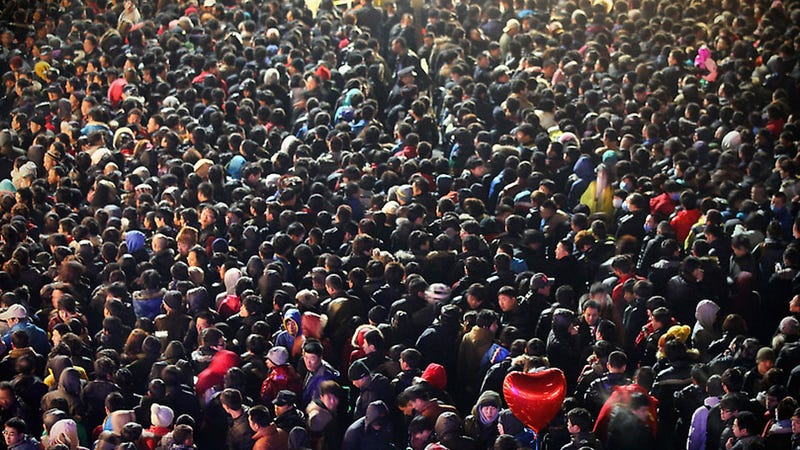 Illustration for article titled Hordes of Chinese Apple Fanboys Awaiting the iPhone 4S