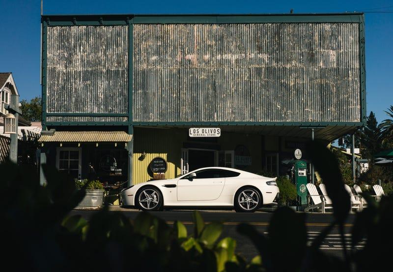 Illustration for article titled Wallpaper: Aston Martin V8 Vantage GTS