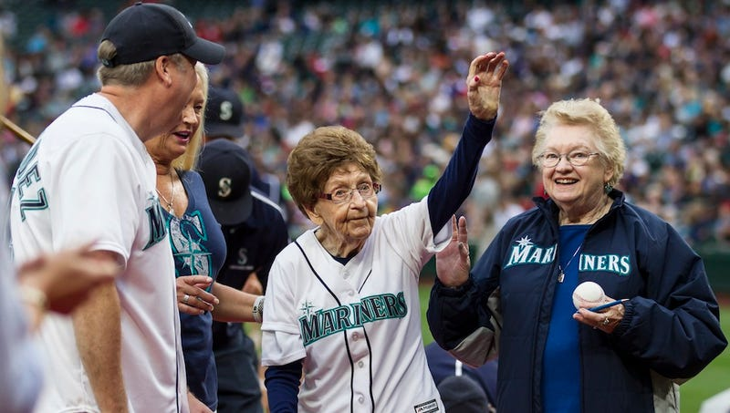 Illustration for article titled 108-Year-Old Woman Throws First Pitch on Her Birthday