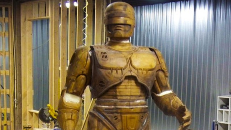 Illustration for article titled Molds For RoboCop Statue Head To Detroit Before Summer Unveiling