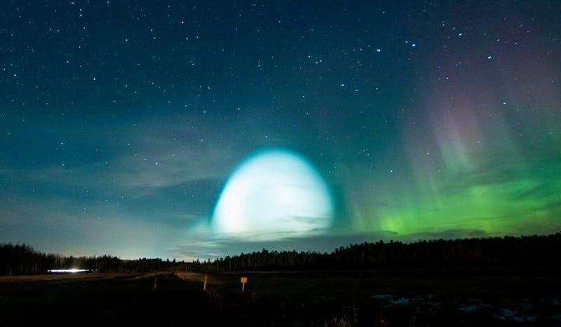 Resultado de imagen de Ni aliens ni portales a otra dimensión: qué era realmente la esfera brillante que iluminaba el horizonte de Siberia