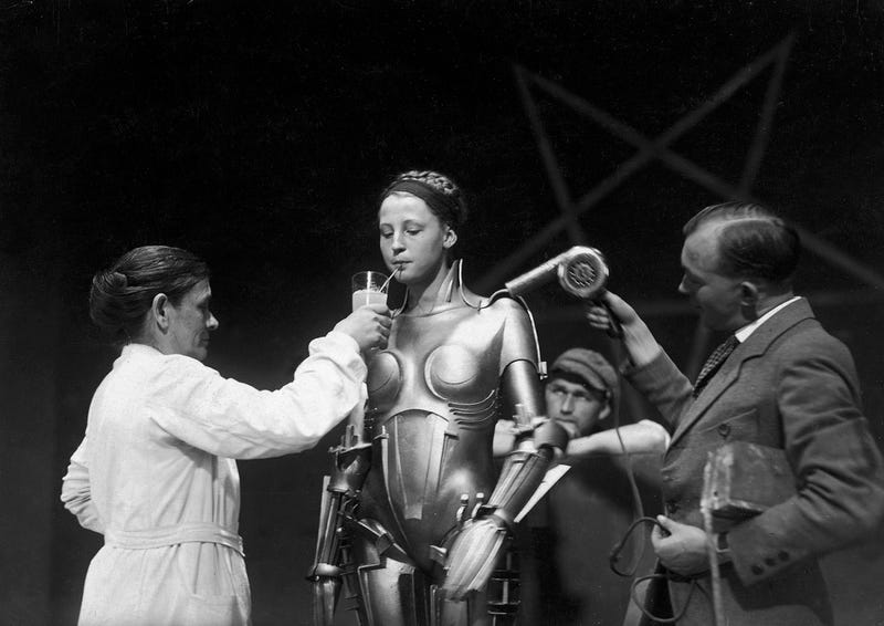 Illustration for article titled 13 behind-the-scenes photos from Metropolis