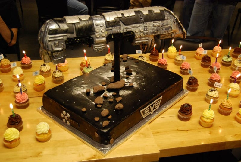 Illustration for article titled EVE Online Celebrates 6th Anniversary With Cake