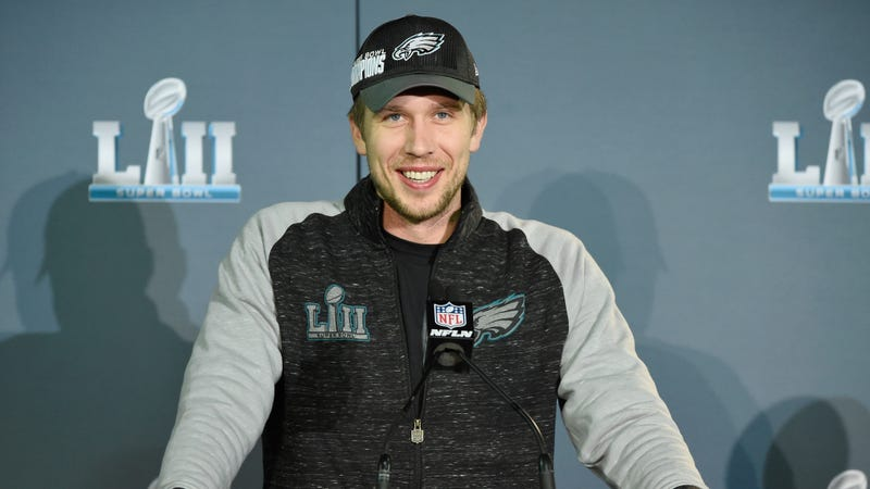 Illustration for article titled Report: Nick Foles Turned Down Browns Starting QB Job To Remain Eagles Back-Up