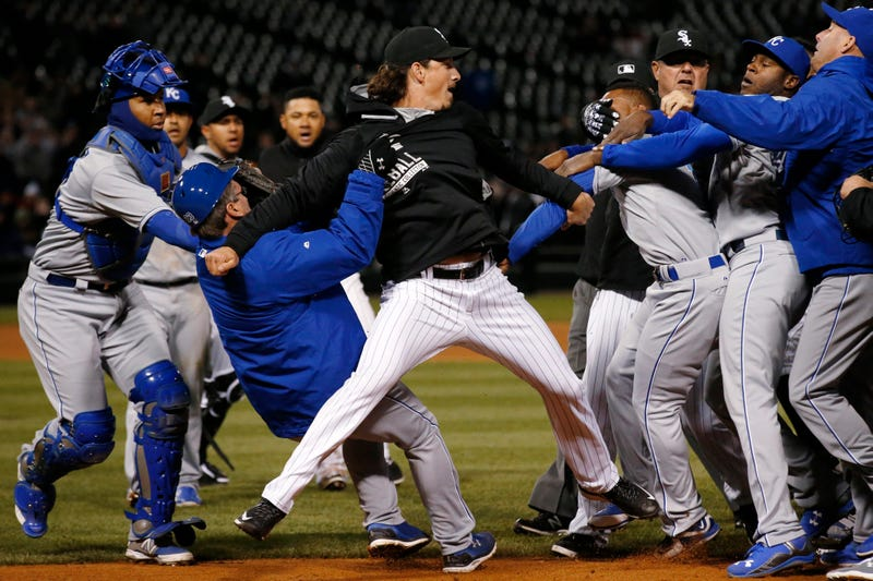 Illustration for article titled Last Night's White Sox-Royals Brawl Was A Photographer's Delight