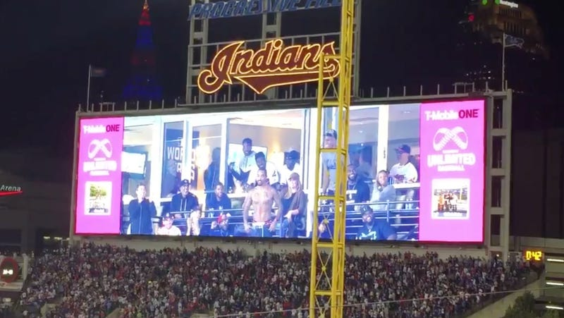 Illustration for article titled J.R. Smith Rips Shirt Off To Try And Inspire An Indians Rally