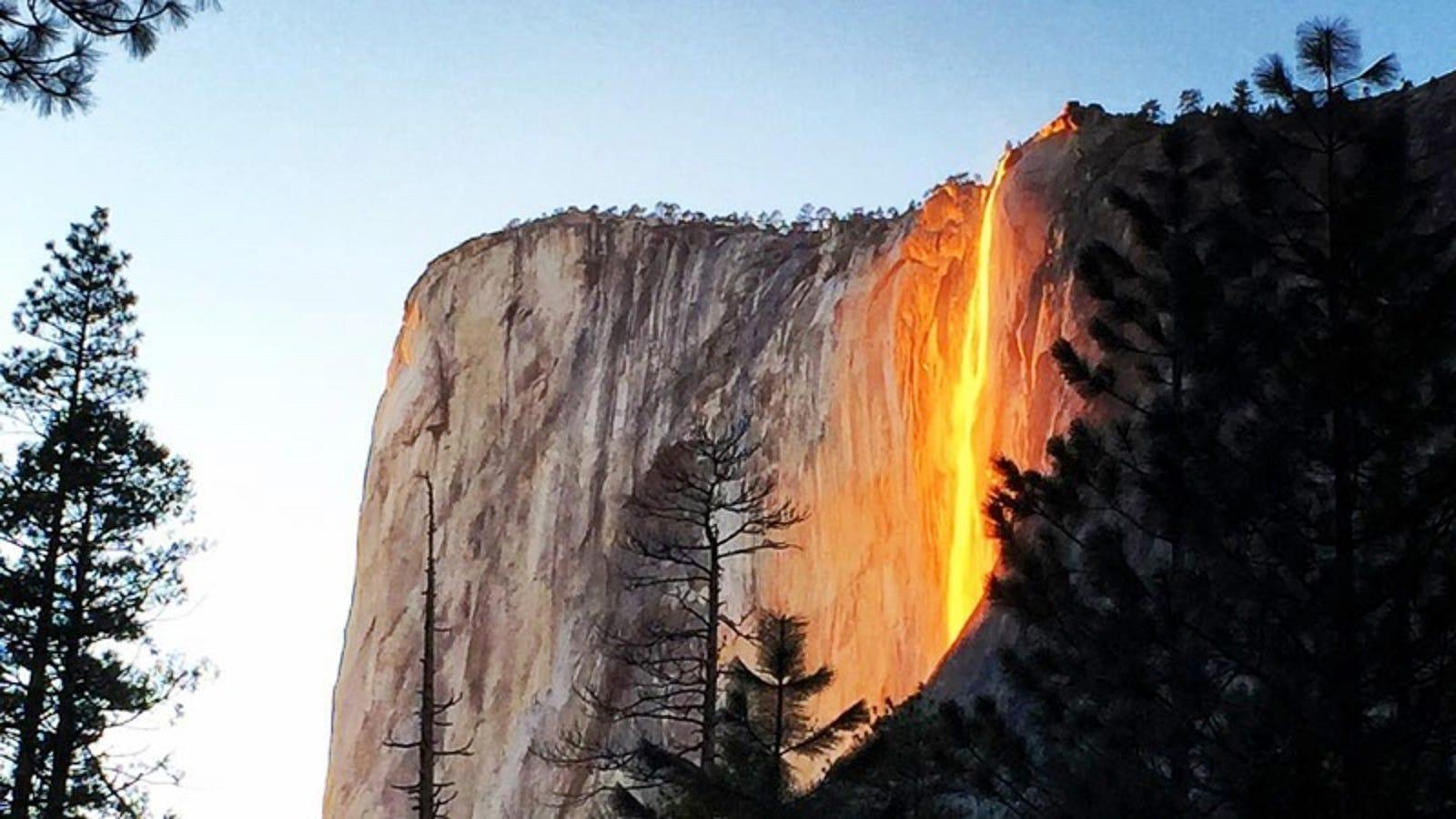 Cientos de turistas se preparan para ver la cascada de fuego de Yosemite, un fenómeno que solo se da en febrero