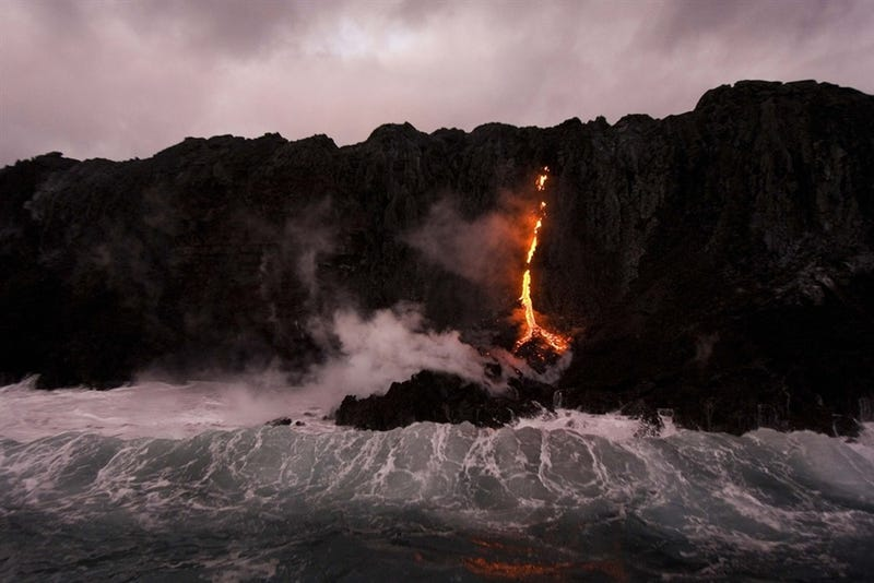 Illustration for article titled Blistering visions of lava meeting the ocean this week in Hawaii