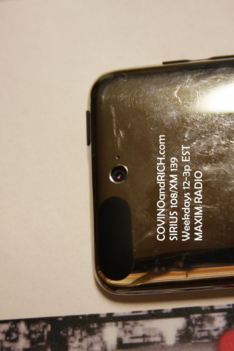 Illustration for article titled Is This Beat-Up iPod Really the Next Touch? (Updated With Video)