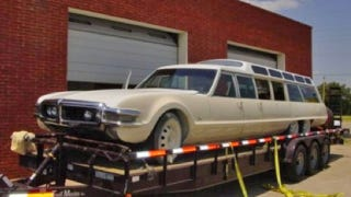Illustration for article titled The 9-door, 6-wheel Toronado limo finds a baller