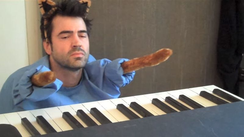 Keyboard Cat Redux (Screenshot: YouTube)