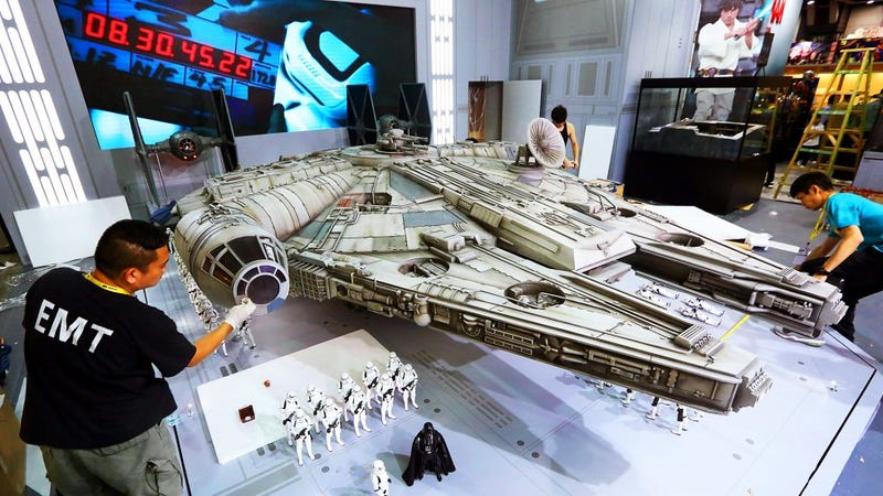Illustration for article titled Crazy Millennium Falcon Toy Is 18 FEET LONG