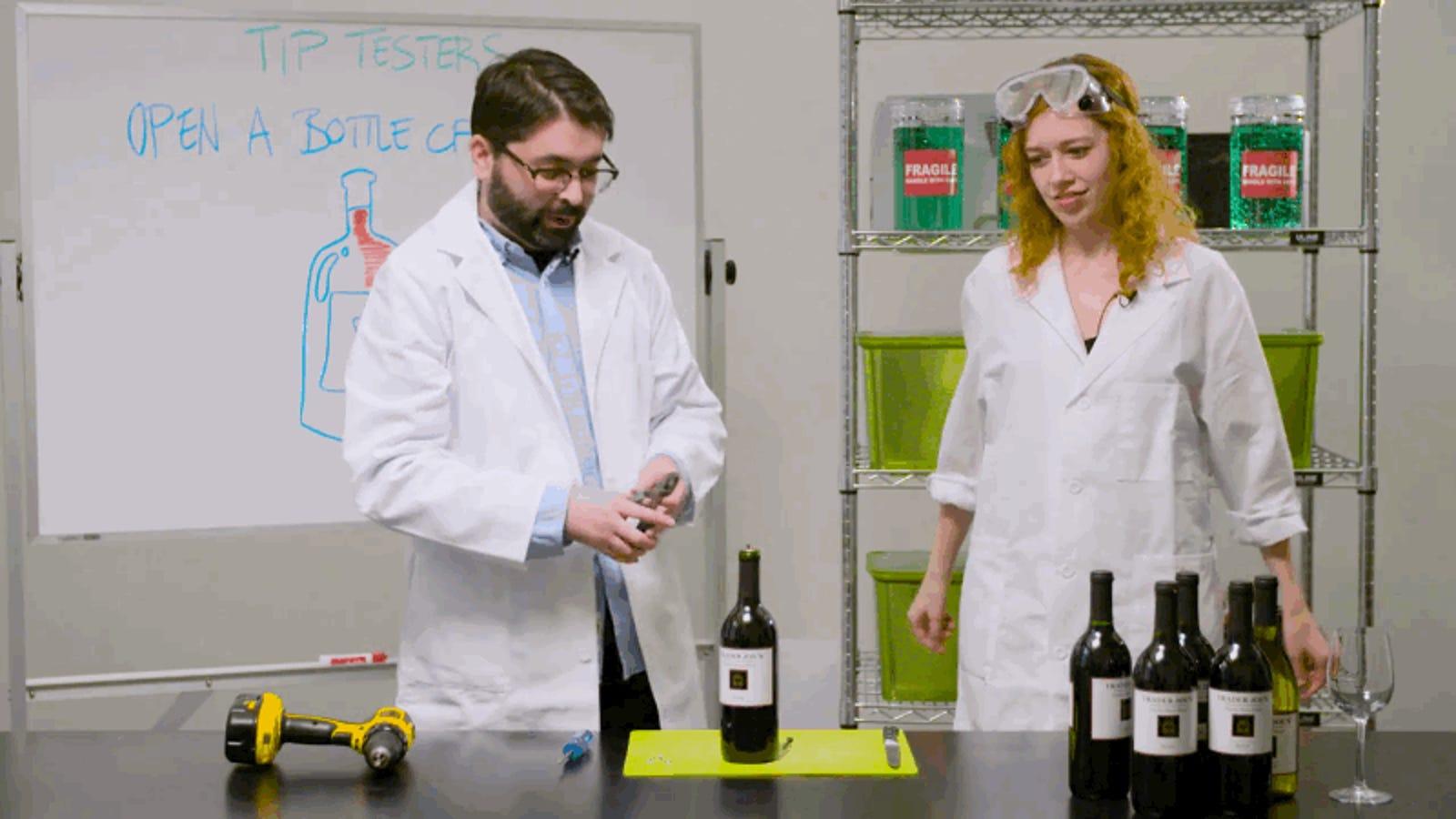 Cómo abrir una botella de vino cuando no hay un sacacorchos a mano