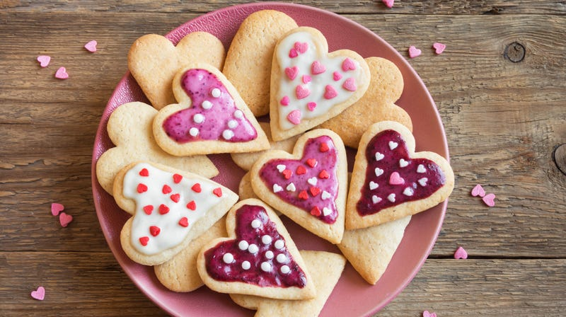 """Illustration for article titled """"Build The Wall"""" Valentine's Day cookie baker un-apologizes, says people should """"lighten up"""""""