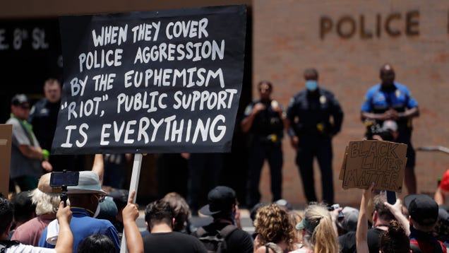 The Austin Police Department Explains Its Bizarre Thank-You Card Tweet