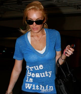 Illustration for article titled Lindsay Lohan Has A Message For You