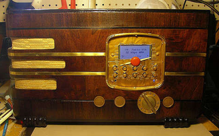 Illustration for article titled Turn a Vintage Radio into a Wi-Fi Internet Radio
