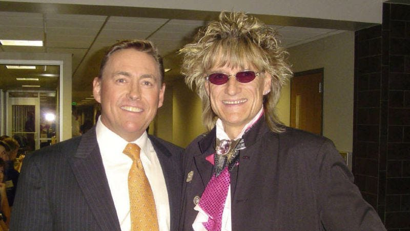 Illustration for article titled Kevin Spacey's brother is a completely normal Rod Stewart impersonator