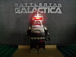 Illustration for article titled LEGO Battlestar Galactica Cylon Minifig Beats Star Wars Minifig Any Day