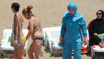 Illustration for article titled Beach-Loving Turkish Women: In Hot Water