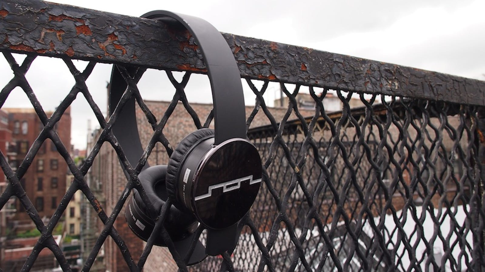 Sol Republic Tracks Headphones Review: Are $100 Headphones Allowed to Sound This Good?