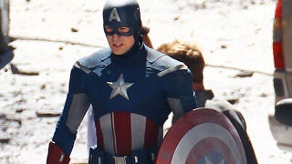 Illustration for article titled Watch Captain America fight a mysterious enemy on the set of The Avengers