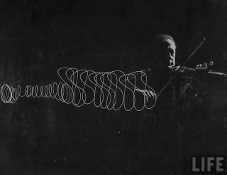 Illustration for article titled This incredible photograph illustrates the movements of a violinist's bow