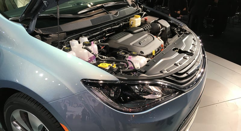 Chrysler Invented The Mainstream Minivan But Honda And Toyota Make Much Better Ones 2017 Pacifica Hybrid Offers 80 Mpge With 30 Miles Of