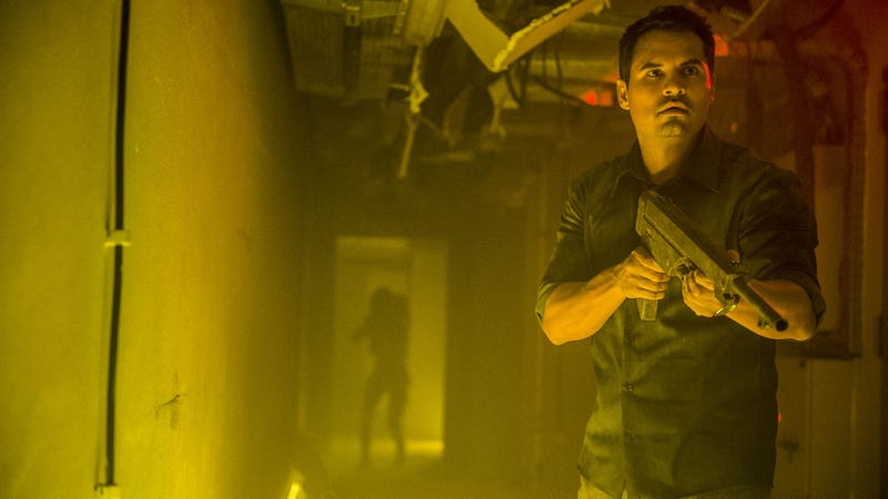 Michael Peña! Look out behind you!