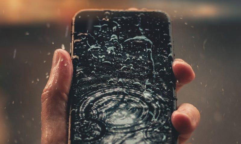Illustration for article titled Cómo sacar el agua de los altavoces de un teléfono mojado, usando una app