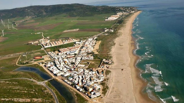 Totally Absurd : Spanish Officials Douse Beach With Bleach to Fight Coronavirus