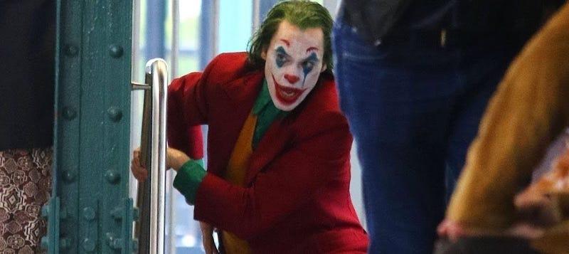 Illustration for article titled El Joker de Joaquin Phoenix siembra el pánico en el metro de Nueva York en la última secuencia del rodaje