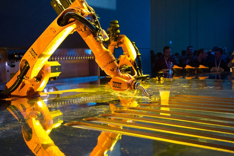 Illustration for article titled Así sirven copas los imponentes camareros-robot de Google