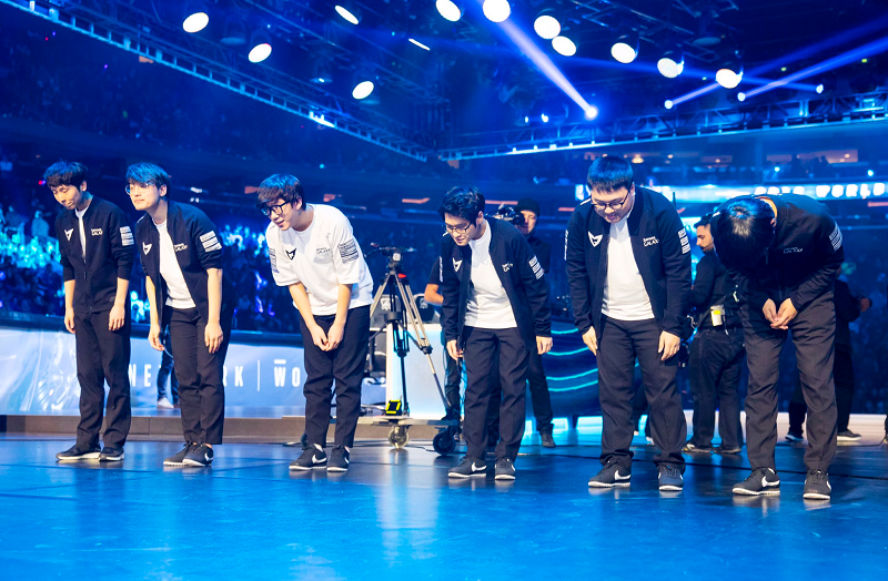 Samsung Galaxy take a bow after sweeping their series against H2K Gaming, via LoL Esports