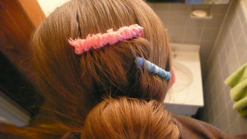 Illustration for article titled How To Make A Colorful Wrapped Hair Comb