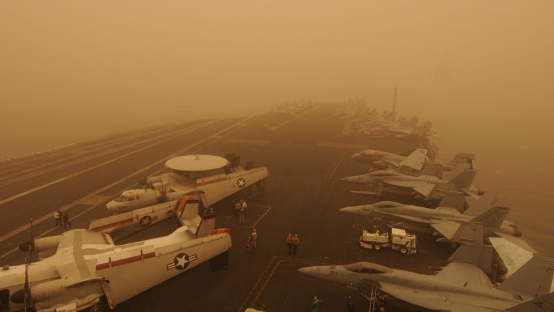 Illustration for article titled How Can This Aircraft Carrier Be In The Middle Of A Desert Storm?