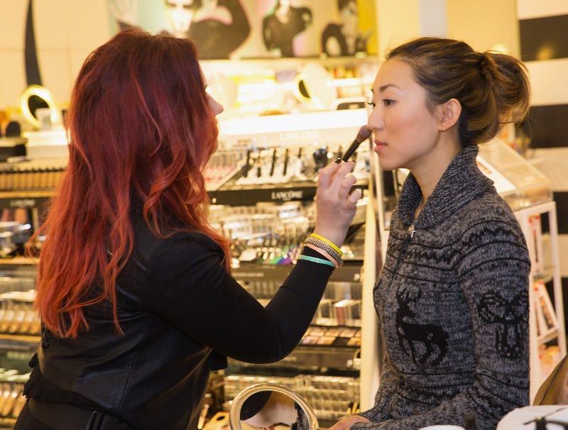 sephora makeup artist helping woman create the perfect pink eye
