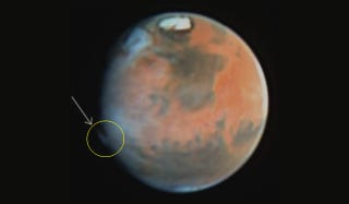 Illustration for article titled Scientists Struggle To Explain These Bizarre Martian Plumes