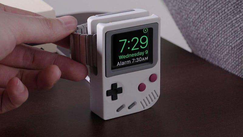 Estación de carga elago Apple Watch Game Boy | $12 | AmazonFoto: Amazon