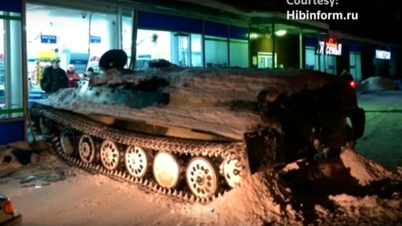 Illustration for article titled Russian Guy Crashes Armored Personnel Carrier Into Store, Steals Wine, Flattens Daewoo