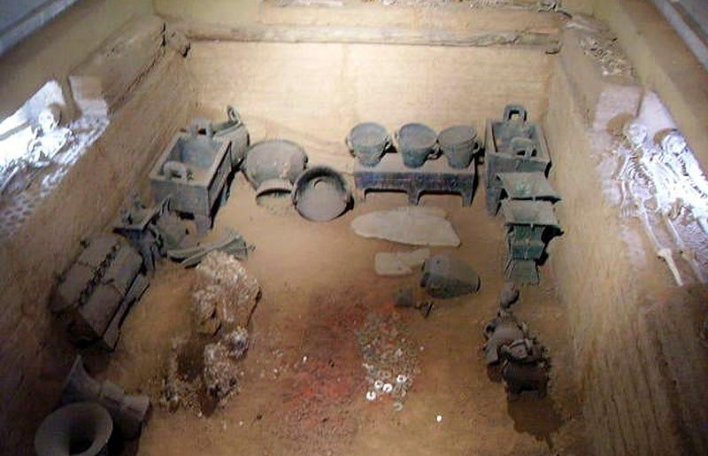 Restos arqueológicos hallados en una de las tumbas de Yin Xu.