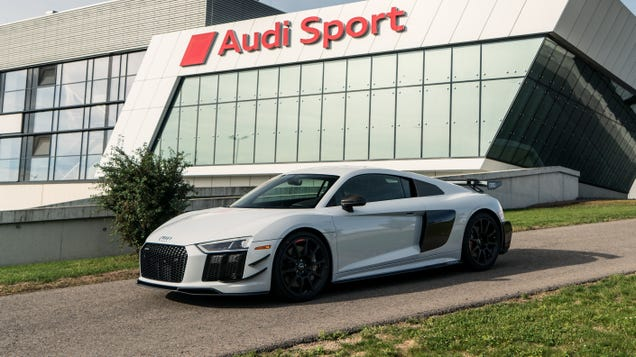 The Rare 2018 Audi R8 V10 Competition Package Is 28 Pounds Lighter