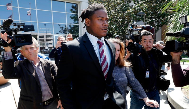 Illustration for article titled Police Report: Reuben Foster Broke Two Of Girlfriend's Cell Phones, Threw Her Dog Across The Room