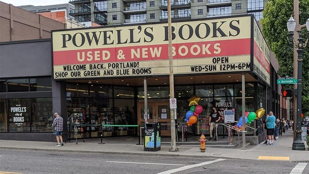 Portland s Most Famous Bookstore Will No Longer Sell Books on Amazon